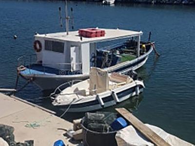 Due delle imbarcazioni sanzionate al molo di Orosei