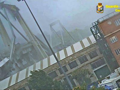 Genova, il momento del crollo del ponte Morandi
