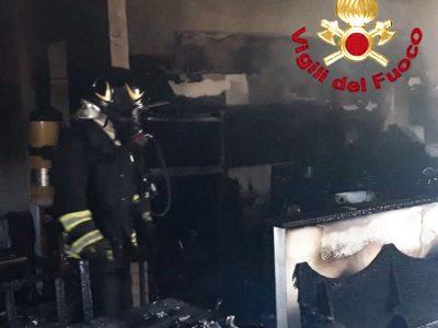 I Vigili del fuoco dopo l'incendio