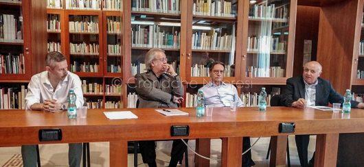 La conferenza stampa all'ISRE sulla mostra di Suchitzky (foto F.Becchere)