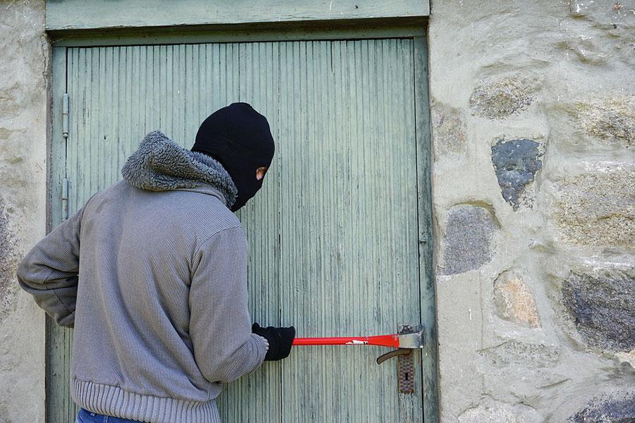 Da Monserrato a Tortolì in pullman per rubare: denunciato