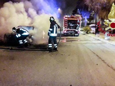 L'auto del sindaco di Cardedu in fiamme