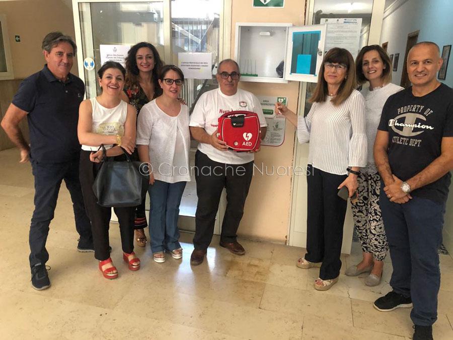 Nuoro, uno dei quattro defibrillatori donati dall'associazione Emergo Training
