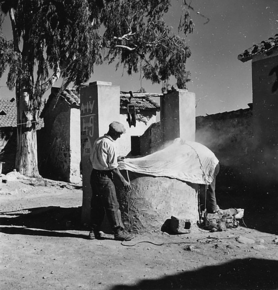 Nuoro. La campagna antimalarica degli anni '50 negli scatti di Wolfgang Suschitzky: da domani all'ex Artiglieria