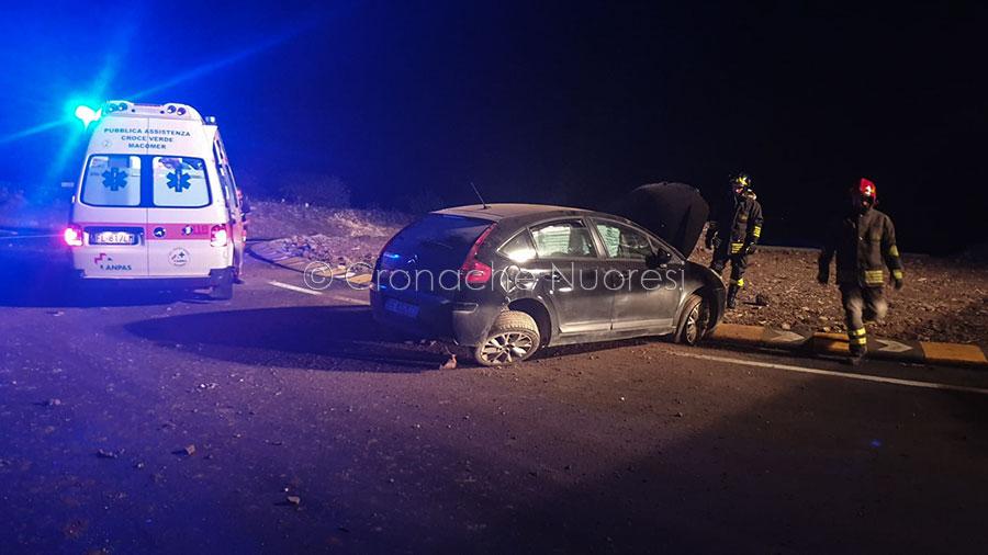 Un incidente stradale all'interno della rotonda per l'accesso a Bortigali