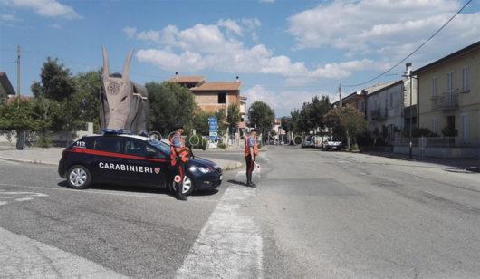 Un posto di blocco dei Carabinieri a Ottana