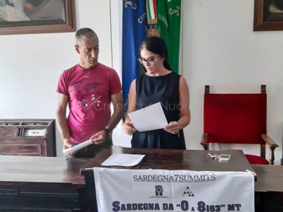 L'alpinista Angelo Lobina e l'assessore Rachele Piras