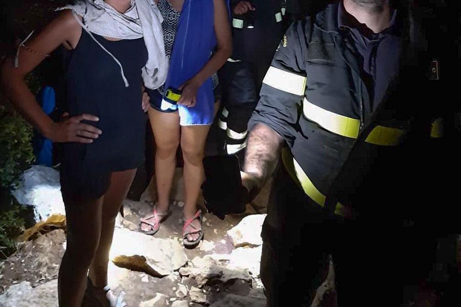 Il recupero delle due turiste disperse a Cala Luna.jpg
