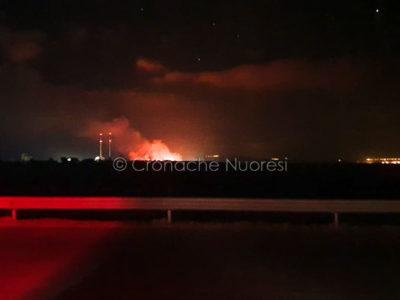 Incendio nella zona industriale di Ottana (foto Cronache Nuoresi)