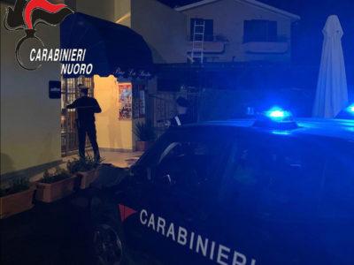 Bosa. I Carabinieri davanti al bar della tentata rapina