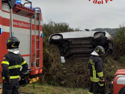 L'auto ribaltata dopo l'incidente