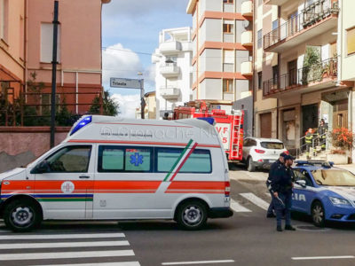 118 e Vigili del fuoco in via Isonzo (foto S.Novellu)