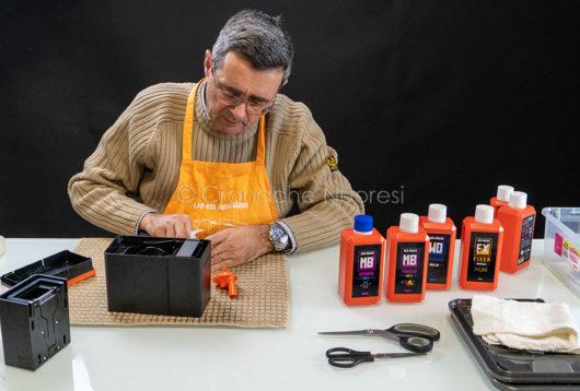 Gerardo Bonomo alle prese con la Lab Box (foto S.Novellu)