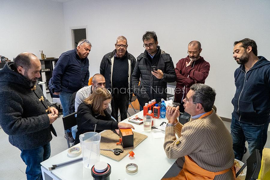 Il laboratorio di sviluppo pellicola tenuto da Gerardo Bonomo (foto S.Novellu)