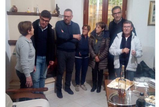 Il sindaco Soddu con la famiglia Frau di Desulo