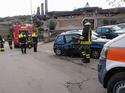 Le due auto dopo lo schianto in via Biasi