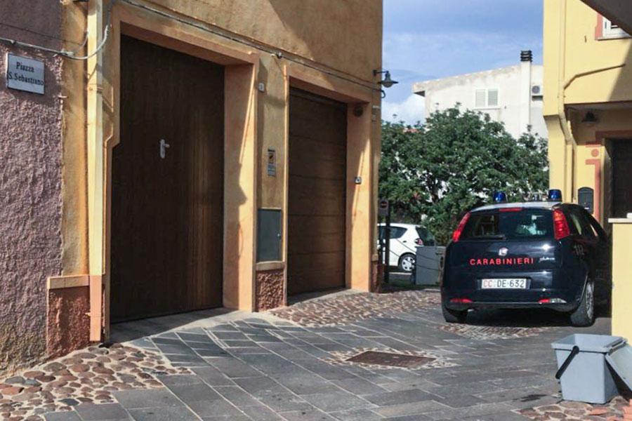 L'intervento dei Carabinieri sul luogo dell'incendio