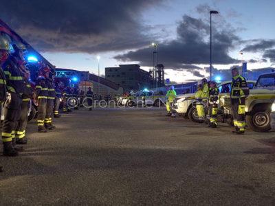 L'omaggio di Volontari, Protezione Civile e Forestale ai Vigili del fuoco di Nuoro (foto S.Novellu)