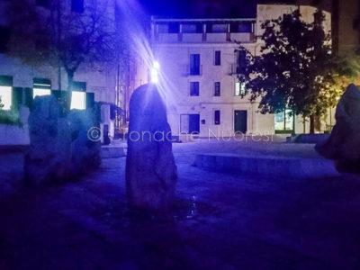 Nuoro. La piazza Satta si tinge di blu per la Giornata dell'infanzia (foto Cronache Nuoresi)