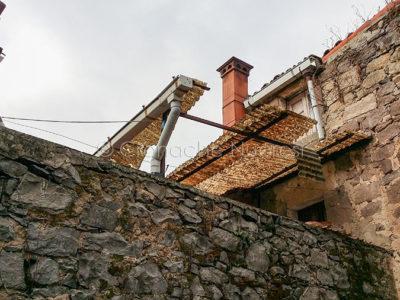 Un vecchio immobile da ristrutturare (foto S.Novellu)