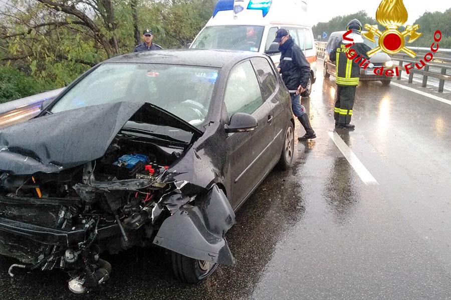 Vigili del Fuoco e Polizia stradale sul luogo dell'incidente