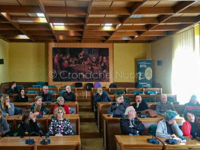 Gli esercenti durante la riunione sull'APU (foto Cronache Nuoresi)