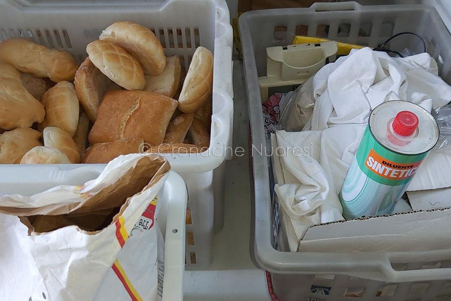 Pane e diluente all'interno del furgone del panettiere
