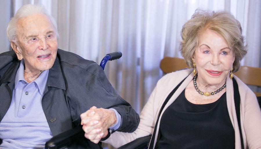 Lutto nel mondo del cinema: a 103 anni muore Kirk Douglas