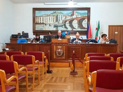 La seduta del Consiglio comunale di Bosa (f. Pier Gavino Vacca