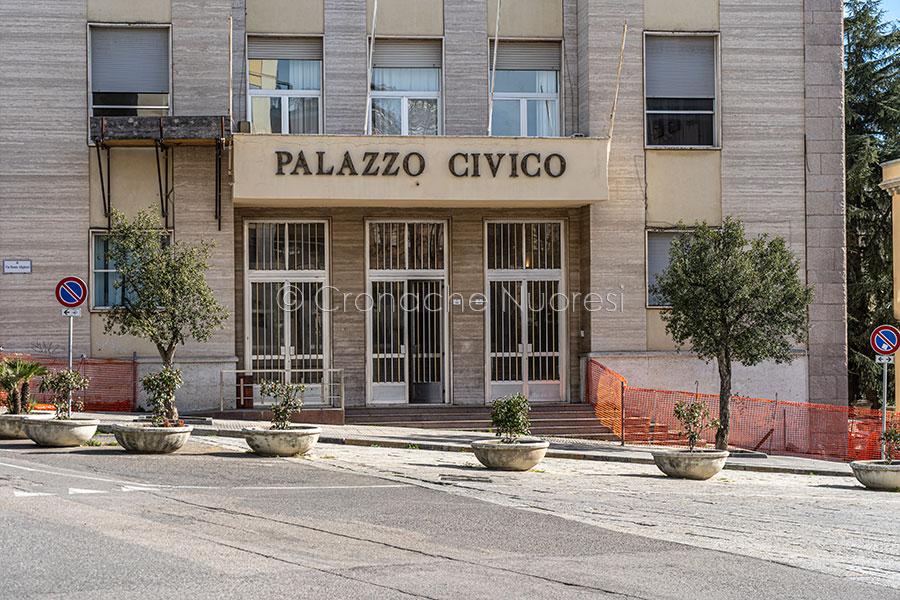 L'ingresso al Comune di Nuoro (foto S.Novellu)