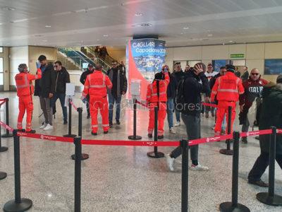 Controlli al termoscanner all'aeroporto di Cagliari Elmas (foto A. C.)