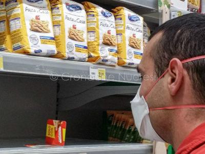 Coronavirus. Anche a Nuoro compaiono le mascherine protettive (foto S.Novellu)