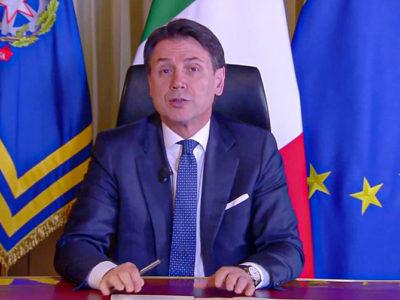 Il premier Giuseppe Conte nel corso della diretta da Palazzo Chigi