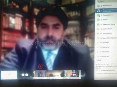 Il presidente della Regione Solinas durante la conferenza online
