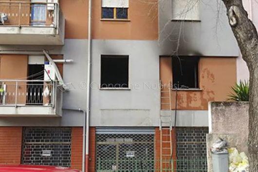 L'appartamento andato a fuoco in viale Sardegna (foto Cronache Nuoresi)