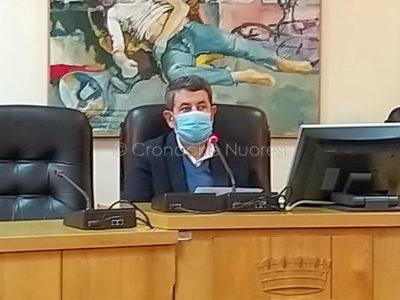 Antonio Succu durante il consiglio comunale (foto PGV)