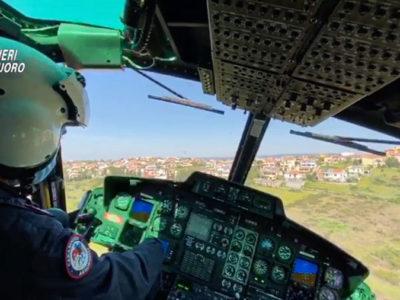 Controlli dei Carabinieri a Nuoro dall'elicottero