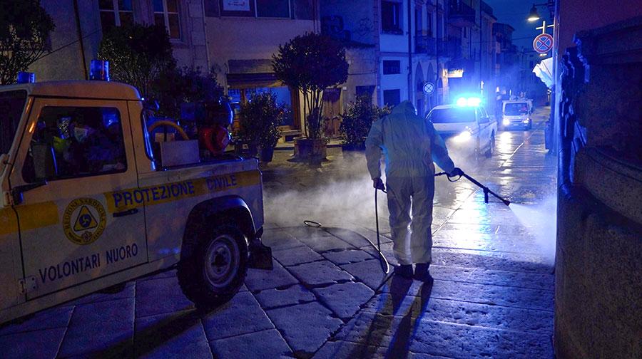 Coronavirus. Sanificazione strade (foto Salvatore Novellu)