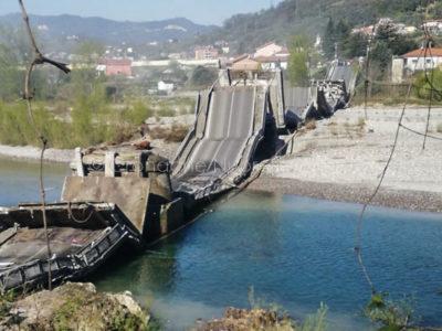 Il ponte crollato ad Aulla-Massa Carrara (foto N.Rosa/Cronache Nuoresi)
