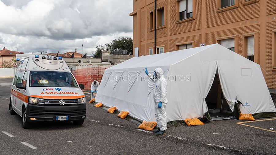 L'arrivo di un'ambulanza al pronto soccorso del San Francesco (foto S.Novellu)