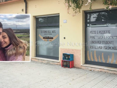 Paolo e Stefania e le vetrine del Forno dell'arte a Nuoro