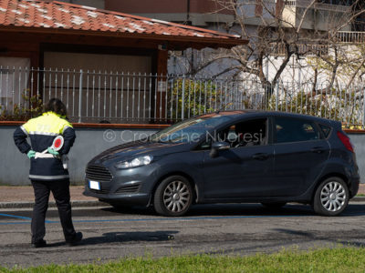 Un posto di blocco della Polizia locale a Nuoro (foto S.Novellu)