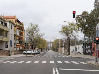 Uno scorcio di viale Sardegna deserta (foto-S.Novellu)
