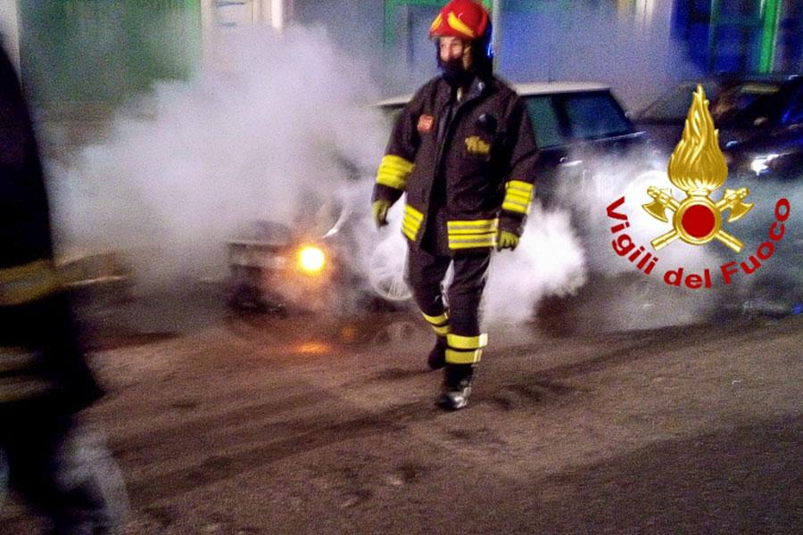 Notte movimentata per i VVF tra incidenti e roghi