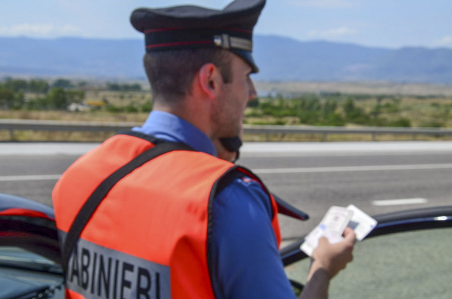 Sorpreso dai Carabinieri con tre sacchi di marijuana: 35enne arrestato