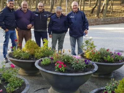 Il Comitato Ortobene Ultima Spiaggia davanti alle nuove fioriere