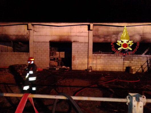 Il capannone dopo l'incendio