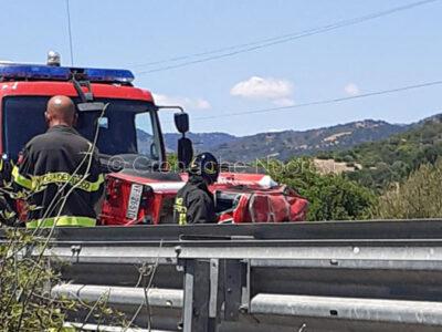 La camionetta dei Vigili del fuoco dopo l'incidente
