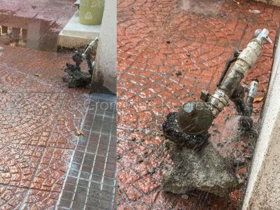La perdita d'acqua nei pressi del tribunale