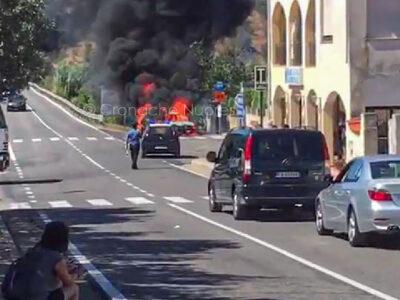 L'auto del pensionato in fiamme